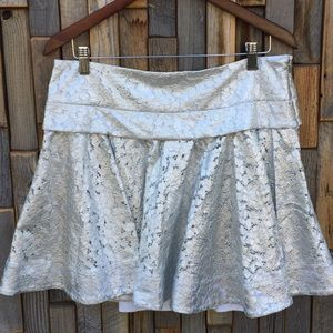 Woman's juniors teen silver lace skirt size 12 S8